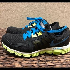 Women's Nike dual fusion athletic shoes